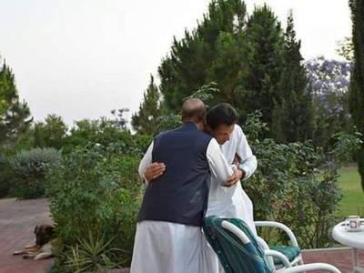 ماضی کے حریف آج حلیف بن گئے ، عمران خان اور بابر اعوان کی سابقہ ویڈیو منظر عام پر آگئی