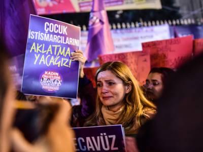 خواتین کو جنسی ہوس کا نشانہ بنانے والوں کو اب ان سے شادی کرنا ہو گی ،حکمران جماعت نے ترک پارلیمنٹ میں مسودہ قانون پیش کر دیا،اپوزیشن کا شدید احتجاج