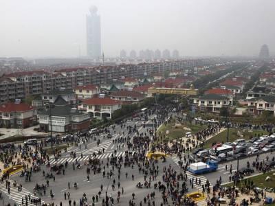 چین کا وہ گاﺅں جہاں رہائش اختیار کرنے پر فوراً آپ کےبینک اکاﺅنٹ میں ڈیڑھ کروڑ روپیہ ڈال دیا جاتا ہے لیکن ساتھ ہی اس کام کیلئے بھی تیا ر رہئیے گا