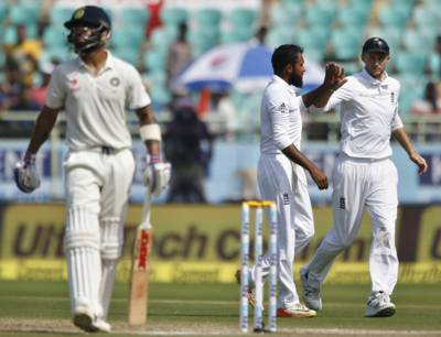 دوسرا ٹیسٹ: بھارتی ٹیم 204 رنز پر ڈھیر، انگلینڈ کو جیت کیلئے 405 رنز کا ہدف دیدیا