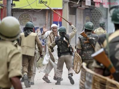 مقبوضہ کشمیر، بستی کا گھیراؤ، بھارتی فائرنگ سے 2 شہید، حملوں میں فوجی اور 2 پولیس اہلکار ہلاک