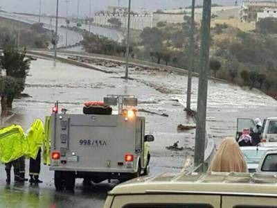 سعودی عرب میں طوفانی بارش اور سیلاب نے تباہی مچا دی ، 7افراد جاں بحق ، کئی گھر تباہ