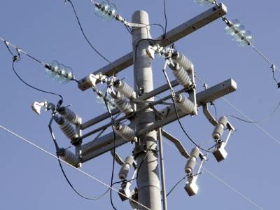 بجلی کے کھمبوں پر یہ موٹے آلات کیوں لگائے جاتے ہیں،وجہ ایسی کہ اگلی بار آپ انہیں غور سے دیکھیں گے