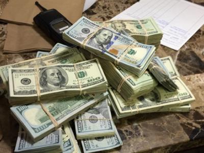 کرنسی سمگلرز کے خلاف کریک ڈاؤن کا آغاز، ڈیلرز سے2500 سے زیادہ ڈالرز تبدیل کرانے والوں کی تفصیلات طلب