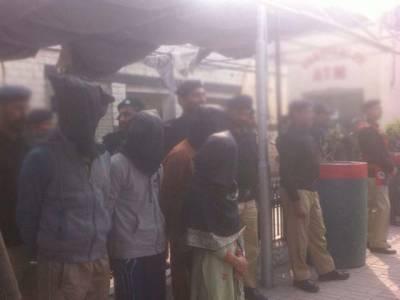 ملت پارک میں ڈکیتی مزاحمت پر5 افرادکے قتل کی سی سی ٹی وڈیو، ٹارگٹ دکان کاکیشیئرتھا:پولیس