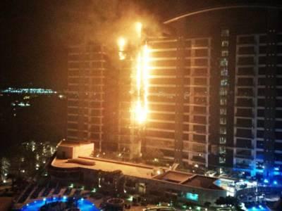 دبئی کے جزیرے پر رہائشی پلازے میں آگ بھڑک اٹھی ، جانی نقصان نہیں ہوا