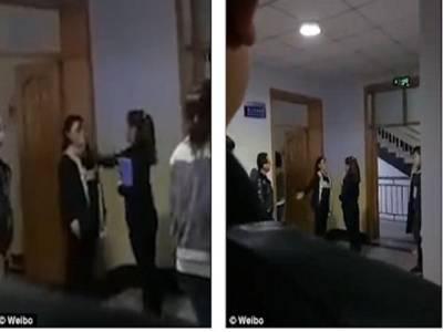 چین میں استاد نے سکول دیر سے آنے والے طلبا ءکو انوکھی سزا سنادی