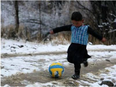 سٹار فٹبالر لیون میسی نے دنیا میں اپنے سب سے بڑے فین چھ سالہ مرتضیٰ سے ملاقات کر لی