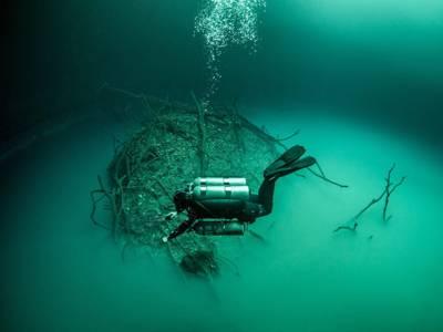 پانی میں ڈوبی غار، تیراک نے غوطہ لگایا تو اس کی تہہ میں ایسی چیز مل گئی کہ آنکھیں کھلی کی کھلی رہ گئیں، کبھی سوچا بھی نہ تھا کہ۔۔۔