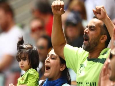 """میچ میں شکست کے بعد پاکستانی کراﺅڈ نے """"دل دل پاکستان """"گنگنا کر ٹیم کا حوصلہ بڑھا دیا"""