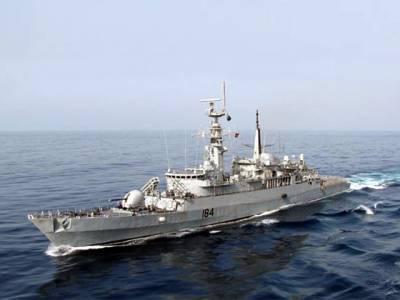 پاکستان نے اپنا بحری جنگی بیڑہ بڑے عرب ملک کے ساحل پر پہنچا دیا تاکہ۔۔۔