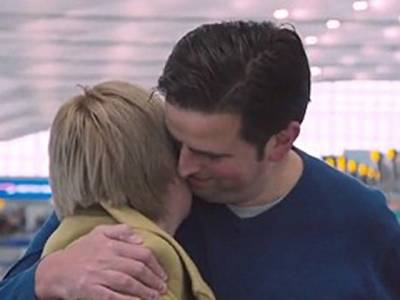 ہنی مون پر جانے والا نوبیاہتاجوڑا فلائٹ کیلئے ایئرپورٹ پہنچا تو ائیرلائن نے ایسا بے مثال تحفہ دے دیا کہ زندگی کی سب سے بڑی خوشی مل گئی، ایسا کیا تھا؟ جان کر ہر شادی شدہ شخص کا دل کرے گا ابھی ٹکٹ کٹا لیں