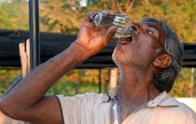 وہ بھارتی گاﺅں جس کے رہنے والوں پر گائے کا پیشاب پینے کا جنون چڑھ گیا، اس کے ذریعے کس بیماری کا علاج کررہے ہیں؟ جان کر آپ ہنس ہنس کر لوٹ پوٹ ہوجائیں گے