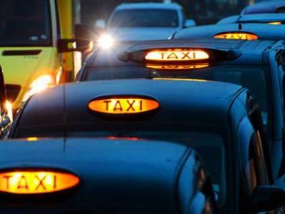 برطانیہ میں خاتون اور اسکے ساتھی کا مسلمان ٹیکسی ڈرائیور پر تشدد' ویڈیو انٹرنیٹ پر وائرل