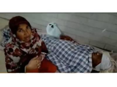 'کم ازکم میری ماں کو بستر تو دیدیں۔ ۔ ۔'بخار میں تڑپتی خاتون نے جناح ہسپتال کے ڈھنڈے فرش پر جان دیدی