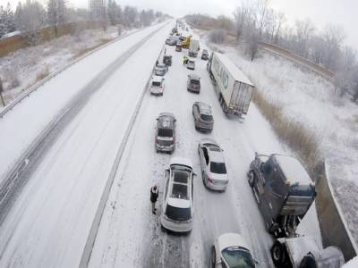 کینیڈامیں ہائی وے پرحادثے میں سوسے زائد گاڑیاں آپس میں ٹکرا گئیں