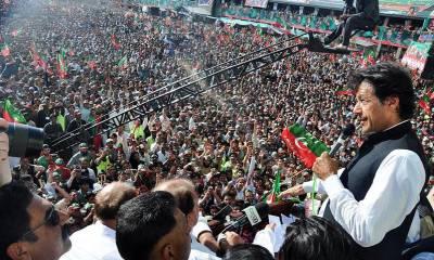 """""""کھلاڑیوں آگے آجاﺅ """"عمران خان کا ایسا اعلان کہ جلسے میں بد نظمی پھیل گئی"""