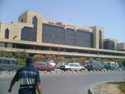 کراچی ائیرپورٹ پر ٹیک آف کے دوران طیارے کیساتھ پرندہ ٹکرا گیا، پرواز ملتوی