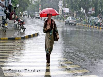 شہر قائد میں بارش ، 250 سے زائد فیڈرز ٹرپ ہونے کے باعث اکثر علاقے تاریکی میں ڈوب گئے