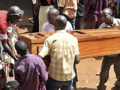 مرنے والے سرکاری افسر کے تابوت میں لاکھوں روپے بھر کر اسے دفنا دیا گیا، تابوت کو نوٹوں سے کیوں بھرا ؟ بیوی نے ایسی وجہ بتا دی کہ جان کر آپ کی بھی ہنسی نہ رُکے