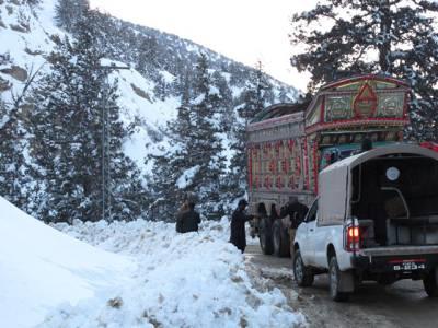 بروری اوروادی زیارت کے مختلف علاقوں میں برف باری ،ٹریفک کی روانی متاثر
