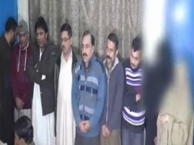 سبزہ زار سے غیر اخلاقی فلمیں بنانے والا گروہ دھر لیا گیا ، 2خواتین سمیت 9افراد گرفتار