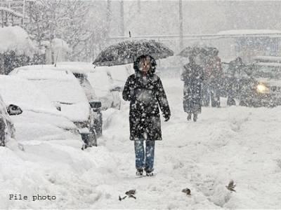 قلات میں شدید برف باری،ہربوئی کے مقام پر10افرادپھنس گئے