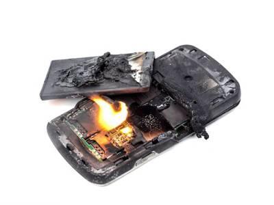 اب کسی بھی موبائل فون کی بیٹری پھٹے گی نہیں، ماہرین نے بالآخر حل ڈھونڈ نکالا