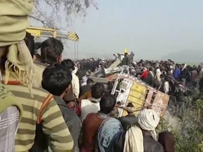 بھارتی ریاست اترپردیش میں سکول بس ریت سے بھرے ٹرک سے ٹکرا گئی، طلبہ سمیت 25 افراد جاں بحق ، 50 زخمی