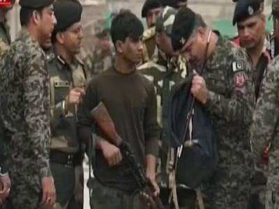 پاک فوج نے جذبہ خیر سگالی کے تحت بھارتی فوجی کو واہگہ بارڈر پر تحائف سمیت حکام کے حوالے کر دیا