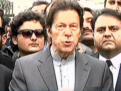 قطری کا خط فراڈ ہے جو بعد میں بنایا گیا، نوازشریف کا کیس تباہی کی طرف جا رہا ہے : عمران خان