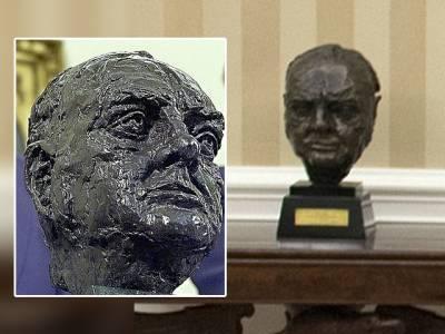 عہدہ سنبھالتے ہی امریکی صدر ڈونلڈ ٹرمپ نے اپنے دفتر 'اوول آفس' میں سب سے پہلے کیا چیز تبدیل کی؟ جان کر آپ کو بھی اس حرکت پر ہنسی آجائے گی