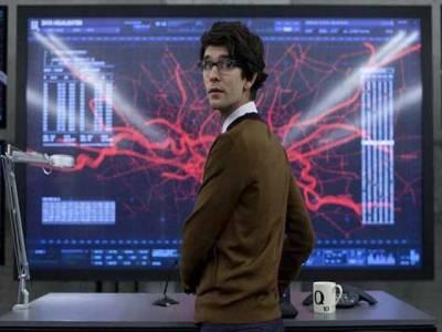 جیمز بانڈ کی فلموں میں معروف کردار 'کیو'حقیقی زندگی میں ایک خاتون ہیں، سربراہ برطانوی خفیہ ادارہ