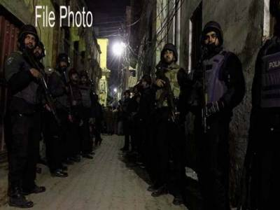 شیخورپورہ میں پولیس اور حساس اداروں کا سرچ آپریشن ،17مشتبہ افراد گرفتار،اسلحہ و شراب برآمد