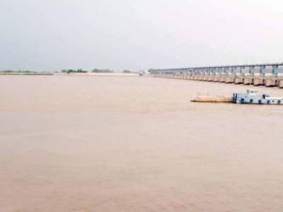 کوہستان میں کار دریا میں گرگئی ،خاتون جاں بحق ،5افراد لاپتہ