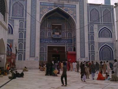 دھماکہ مزار کے اندر ہوا ہے ابھی تک 40افراد کے زخمی ہونے کی اطلاعات ہیں: ڈپٹی کمشنر،اے ایس پی سیہون شریف
