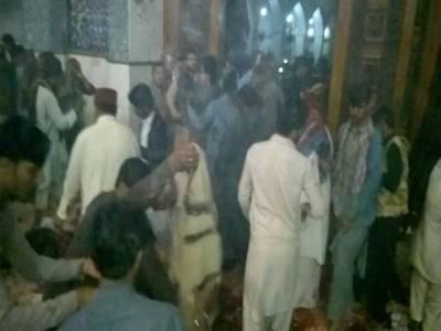 لال شہباز مزار پر دھماکہ،امدادی ٹیمیں نہیں پہنچیں،زخمی افراد فرش پر پڑے تڑپ رہے ہیں:عینی شاہد