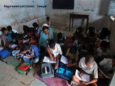 سرکاری سکولوں کے طلبہ کی علمی استعداد کیا ہے؟ وزیر اعلیٰ کے حلقے کے سکول کی حالت زار دیکھ کر آپ بھی' پڑھا لکھا پنجاب' پر فاتحہ پڑھ لیں گے