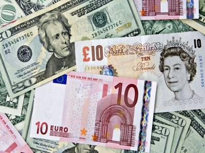 روپے کے مقابلے میں ڈالر اور پاﺅنڈ کی قیمت میں 10 دس پیسے کی کمی