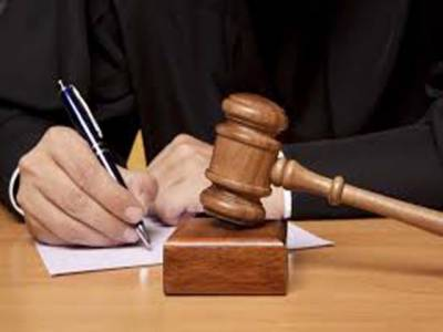 دہشت گردی کے خطرے کے پیش نظر ضلع کچہری کے احاطے میں غیر قانونی طور پر بنائے گئے وکلاءکے چیمبرز گرا دیئے گئے