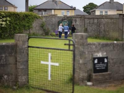 یورپ کے بڑے ملک کے قبرستان سے ایسی چیزیں نکل آئیں کہ جان کر آپ بھی کانپ جائیں گے