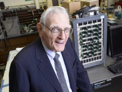 دنیا کو موجودہ بیٹری دینے والے سائنسدان نے اب ایسی بیٹری بنالی کہ ہمارا سب سے بڑا مسئلہ حل ہوجائے گا