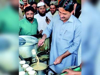 جمشید دستی نے ہوٹل پر چائے بنا کر مسافروں کو پیش کی، مالک کو 500 روپے انعام دیا