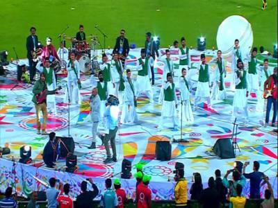 """پاک فوج کے جوانوں کی پیرا ٹروپنگ، فنکاروں کی پرفارمنس اور کھلاڑیوں کی سیلفیوں کے دوران پی ایس ایل کی رنگا رنگ اختتامی تقریب، نجم سیٹھی کا """" گو نواز گو"""" سے استقبال"""