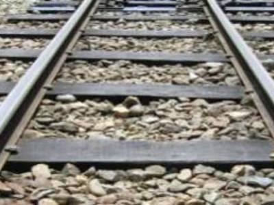 ماڈل ریلوے ٹریک پر ایسا کام کرتے موت کے منہ میں چلی گئی کہ سن کر کوئی بھی پریشان ہوجائے