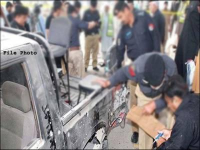 پولیس وین پر فائرنگ ، پولیس اہلکار شہید ، جوابی کارروائی میں ایک حملہ آور ہلاک