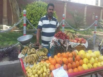 """بہاولپور کے """"باغی""""پولیس اہلکار دین محمدنے پھلوں کی ریڑھی لگا لی"""