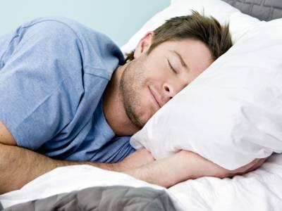 رات کو سوتے ہوئے یہ ایک کام کرنے والے مردوں کے بانجھ پن کا خطرہ بے حد بڑھ جاتا ہے، سائنسدانوں نے خبردار کردیا