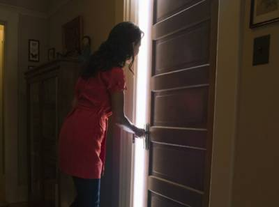"""""""میں نے کمرے کا دروازہ کھولا اور بتی جلائی تو میری سہیلی اور دوست۔۔۔"""" سالگرہ پر جشن مناتی لڑکی نے کمرے کا دروازہ کھولا تو وہ کچھ دیکھ لیا جو ساری زندگی نہیں بھول پائے گی"""
