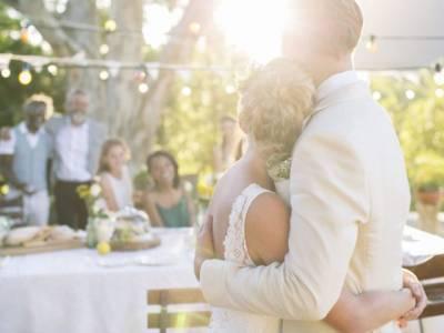 'میری شادی تھی، بکنگ کنفرم کرنے شادی ہال کال کی تو انہوں نے بتایا کہ میری ساس نے۔۔۔' دلہن کے ساتھ ساس نے ایسا کام کردیا کہ جان کر آپ کی بھی ہنسی نہ رُکے گی